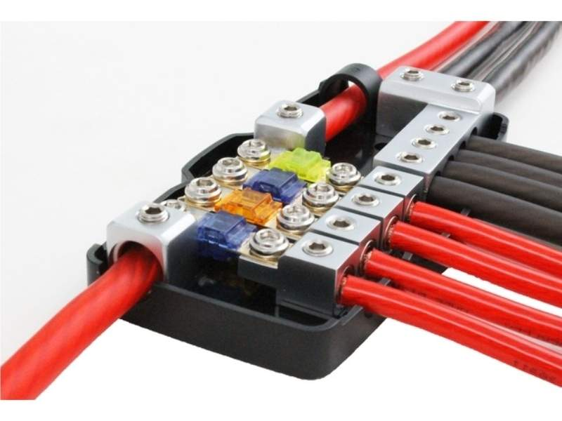 30.3601-02 Verteilerblock 8x 10mm² Ausg. Stromkabel Verteiler 2x 50mm² Eing