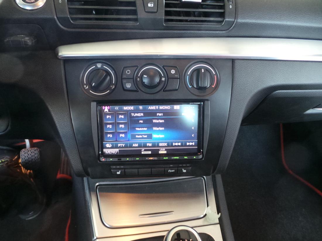 2-DIN Autoradio-Einbau BMW E88